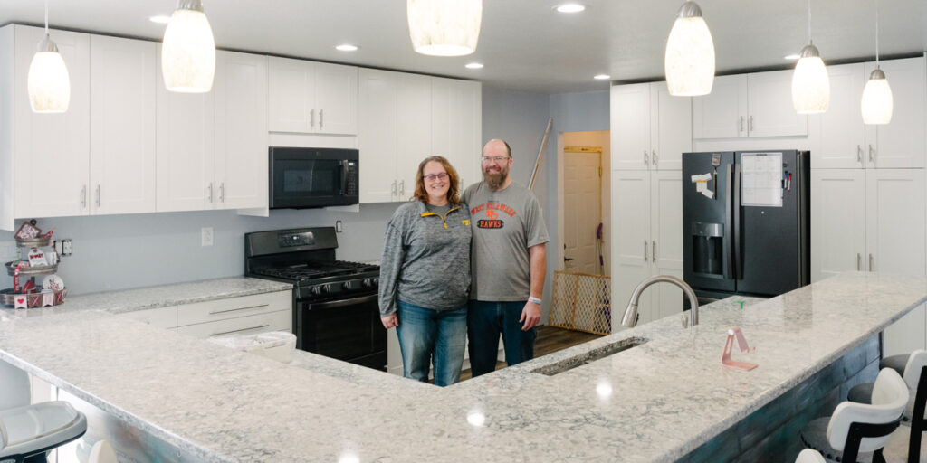 Members Ned and Stacey Smith enjoy their newly renovated kitchen in rural Manchester, Iowa. (B. Kaplan photo)